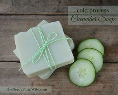 This cold process cucumber soap is a palm-free alternative to my original Cucumber Borage Soap. When creating this recipe, I started with my standard base of skin loving olive oil, plus a generous amount of coconut oil for great lather and hardness. Diy Savon, Savon Soap, Green Clay, Coconut Oil Uses, Coconut Oil Soap, Homemade Soap Recipes, Homemade Paint, Cold Press Soap Recipes, Lotion Bars