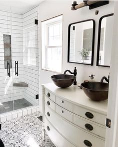 The most incredible rustic bathroom examples. If you are also lover of rustic bathroom design, you simply have to check it! Rustic Bathroom Designs, Rustic Bathrooms, Dream Bathrooms, Bathroom Interior Design, Luxury Bathrooms, Chic Bathrooms, Interior Decorating, Decorating Ideas, Steam Showers Bathroom