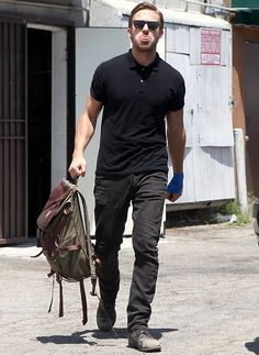 Badass Style Inspiration Gallery - Over 120 Photos of Men with Edge + Our Style Picks for Getting Started Ryan Gosling Style, Ryan Gosling Fashion, Stylish Men, Men Casual, Estilo Street, Badass Style, Look Man, Zac Efron, Man Photo