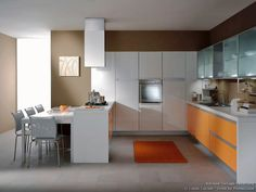 Idea of the Day: A contemporary kitchen featuring orange and white cabinets and a peninsula table. By Latini Cucine. Excellent, two tone orange white eureka peninsula table Modern Kitchen Images, Minimalist Modern Kitchens, Contemporary Kitchen Cabinets, Contemporary Kitchen Design, Kitchen Pictures, Kitchen And Bath Design, Kitchen Cabinet Design, Kitchen Decor, Kitchen Ideas
