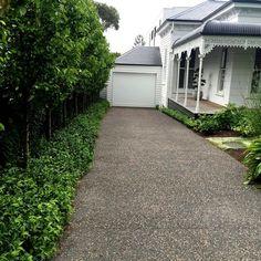 Driveway entrance landscaping - new art Modern Landscape Design, Modern Landscaping, Outdoor Landscaping, Front Garden Landscape, Landscape Plans, Driveway Entrance Landscaping, Driveway Fence, Modern Driveway, Layout Design