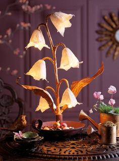 Devenez originale et réinventez un pied de lampe avec un bougeoir chiné. Toutes les explications sur Marie Claire Idées .com