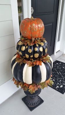 Hand Painted Pumpkin Topiary for Fall and Hallowee. - Hand Painted Pumpkin Topiary for Fall and Hallowee. Fall Pumpkins, Halloween Pumpkins, Fall Halloween, Halloween Crafts, Holiday Crafts, Happy Halloween, Diy Christmas, White Christmas, White Pumpkins
