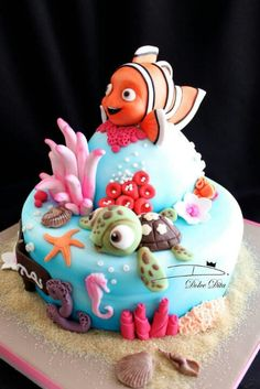 nice work on this cake / Finding nemo cake Fondant Girl, Fondant Cakes, Cupcake Cakes, Cute Cakes, Fancy Cakes, Bolo Tumblr, Dory Cake, Finding Nemo Cake, Finding Dory