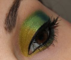Urban Decay Electric Palette http://www.talasia.de/2015/03/25/eyes-urban-decay-electric-the-greens/