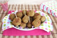 Polpette carne e olive Olives, Meatball Recipes, Dessert Recipes, Desserts, International Recipes, Buffet, Food And Drink, Appetizers, Snacks