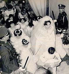 Farah Diba on the day she married Mohammad Reza Pahlavi, December 1959 former Queen and exiled Empress of Iran. Farah Diba, Royal Brides, Royal Weddings, King Queen Princess, Pahlavi Dynasty, The Shah Of Iran, Hollywood Wedding, Vintage Princess, Royal House