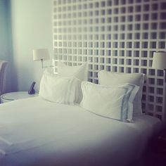 blue/grey walls with white linens