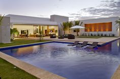 gorgeous modern pool house - open wall / open to exterior floor plan --  Casa da piscina - Galeria de Imagens   Galeria da Arquitetura