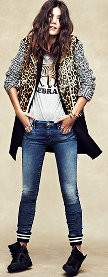 Leopard, blue jeans, white tee and boots. Love all of it!