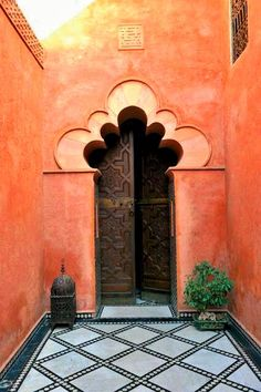 Magical archway opens onto a magnificent read in Marrakech.