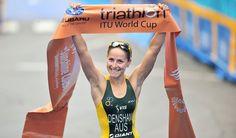Erin Densham vencendo 1ª etapa da Copa do Mundo de Triatlo 2012, em Mooloolaba