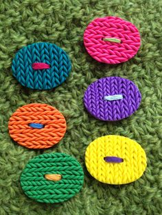 Knitted polymer clay brooch - made by Jeanette Hegaard Hansen/ Via Ulla Velling.