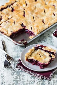25 Easy Slab Pies For a Crowd: Cranberry Cherry Slab Pie (thanksgiving desserts for a crowd) Desserts For A Crowd, Köstliche Desserts, Delicious Desserts, Dessert Recipes, Easy Cheap Desserts, Recipes For A Crowd, Easy Potluck Desserts, Awesome Desserts, Cooking For A Crowd
