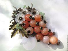 """Купить брошь """"Гроздь ягод"""" с натуральными камнями - комбинированный, брошь с ягодами, Гроздь, брошь с агатом"""