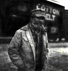 Beard et pipe Pipes And Cigars, Portraits, Cthulhu, Vintage Denim, Vintage Jacket, Vintage Clothing, Vintage Photos, Work Wear, Monochrome