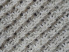 Point tricot : le point de la mariée Sur un nombre multiple de 4 +1 +1m. lis. à chaque extrémité