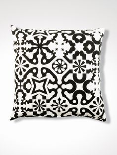 Enter-Pin-Enter / povlak na polštář lavmi black&white pillow Beauty Room, Beauty Art, White Pillows, Throw Pillows, Geometric Nature, Sweet Potatoes For Dogs, Natural Dog Food, Art Therapy Activities, Art Journal Techniques
