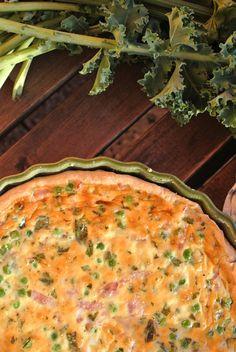 quiche s hráškem, šunkou a mátou Quiche, Dishes, Meat, Breakfast, Food, Morning Coffee, Tablewares, Essen, Quiches
