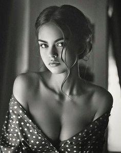 goddess women's fashion beautiful women mysterious eyes sultry