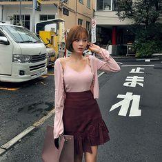 #chuu #가디건 과 #슬리브리스 가 세트면 이렇게 편하다 Ulzzang Fashion, Ulzzang Girl, Asian Fashion, Girl Fashion, Cute Japanese Girl, Girl Inspiration, Korean Model, Womens Fashion For Work, Beautiful Asian Girls