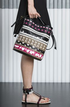 See the complete Etro Resort 2015 collection.