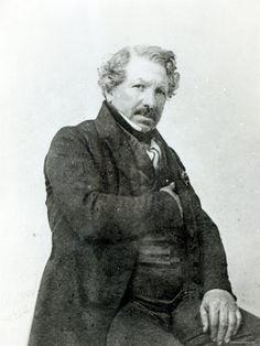 Louis Jacques Mandé Daguerre  foi um pintor, cenógrafo, físico e inventor francês responsável em 1835, da primeira patente para um processo fotográfico, ele chamava de daguerrografia.