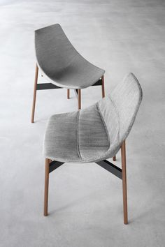 GAMMA chairs with fixed and removable fabric cover, tubolar walnut legs and lavagna matt lacquered crossbeam | PIANCA |
