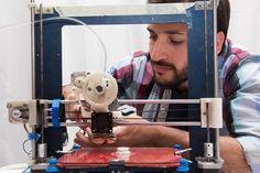 La metodología desarrollada en el INTI es innovadora y a futuro podría reemplazar la importación de insumos para impresoras 3D. (Foto: INTI)