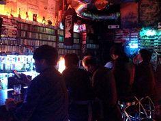 Theke von der Godz Bar in Shinjuku, Tokyo