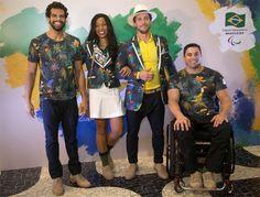 André Brasil (natação), Silvânia Costa (atletismo), o embaixador paralímpico Flavio Canto e Jovane Guissone (esgrima em cadeira de rodas) mostram os uniformes da delegação brasileira criados pela Reserva