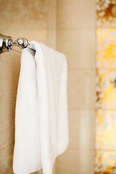Helles Badezimmer im Parkhotel Graz Bathroom Hooks, Bright Bathrooms, Graz