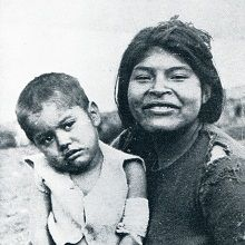 images of indigenous chileans Patagonia, Native American Genocide, Egyptian Women, Salt Of The Earth, North And South America, First Nations, Real People, Visit Chile, Mother And Child