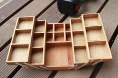 green treasure*~なつめの手仕事日記 Wood Tool Box, Wood Tools, Diy Wood Projects, Wood Crafts, Diy And Crafts, Vintage Drawers, Loft Furniture, Container Organization, Diy Interior