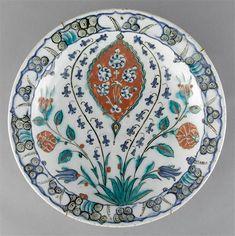 Iznik : Tous les messages sur Iznik - Page 17 - Alain. Glazes For Pottery, Ceramic Pottery, Ceramic Plates, Decorative Plates, Tile Art, Tiles, Renaissance, Fig Leaves, Grand Palais
