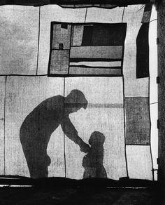L'esprit de finesse: José Ortega Y Gasset:La nascita dello Stato è un'o. Flash Photography, Monochrome Photography, Black And White Photography, Street Photography, Fine Art Photo, Photo Art, Willy Ronis, Photography Exhibition, Shadow Play