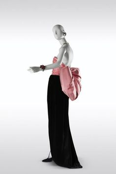 """Yves Saint Laurent, Long evening dress, """"Paris"""" haute couture collection, Fall-Winter 1983. Black velvet sheath dress, """"Paris rose"""" satin bow. © Fondation Pierre Bergé-Yves Saint Laurent, Paris / Photo A. Guirkinger"""