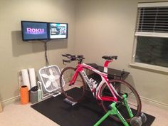 For those who couldn't afford to stay off their bike in the winter months, the right indoor cycling trainer can be great at-home alternative to simulate actual outdoor cycling. Indoor Gym, Indoor Cycling, Pimp Your Bike, Cycle Trainer, Indoor Bike Trainer, Bike Room, Gym Room, Nutrition Sportive, Triathalon