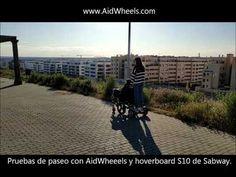 Vídeo de una chica joven paseando una silla de ruedas con AidWheels y un hoverboard cosas que puede hacer accede a lugares que normalmente no puedes ir a pie