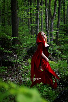 Little Red Riding Hood Boudoir  Makeup: True Scarlette Makeup Artistry  Photographer: Jenna Faye Photography