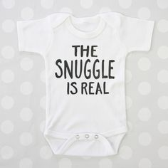 Seriously how cute is this! Haha make this baby bodysuit your own by customizing the vinyl & onsie color! Boy Onsies, Baby Shirts, Auntie Onsies, Newborn Onsies, Funny Onsies, Custom Baby Onesies, Mom Shirts, Do It Yourself Fashion, Baby Time