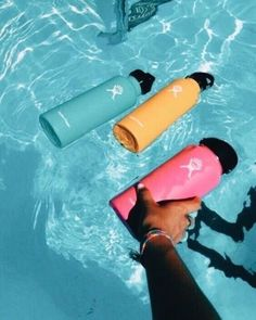 Vsco Hydroflask Do you own or want a hydroflask? Want to know all about the vsco girl essentials? Click the link! Summer Goals, Summer Fun, Summer Energy, Summer Baby, Birkenstock, Hydro Flask Water Bottle, Cute Water Bottles, Drink Bottles, Vsco Pictures