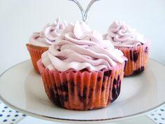Mustikka-valkosuklaa cupcakes