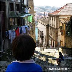 Portugal con niños   via My Family Passport Blog   1/09/2014 Recién llegados de Portugal sólo podemos decir que nos ha encantado el país vecino...Un viaje muy completo en todos los sentidos, donde hemos disfrutado de paisajes de gran belleza, ciudades encantadoras y una buena gastronomía. Y donde los niños han compaginado todo lo anterior con visitas a castillos de caballeros y diversión en la playa que han hecho que fuera toda la ruta más llevadera.  #Portugal