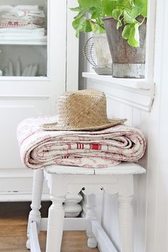 """""""The country life is to be preferred, for there we see the works of God. Beach Cottage Style, French Country Cottage, White Cottage, Shabby Chic Cottage, Country Houses, Country Charm, Country Life, Beach House, Country Living Decor"""