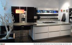 Moderne witte keuken - Stuut Keukendesign - bars - keukenkasten - keukenblokken