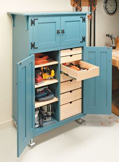 Roll-Around Tool Cabinet   Woodsmith Plans #woodworking