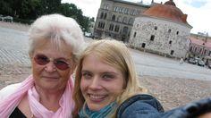 Laila, 74, unelmoi pääsevänsä lapsuutensa Viipuriin ja vierailevansa vanhassa kotitalossaan. Hänen apunaan ja tukenaan on suomalais-venäläinen näyttelijä Alina Tomnikov.