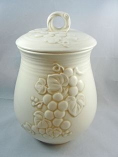 "Metlox Poppytrail Vernon ANTIQUE GRAPE-WHITE Sugar Canister & Lid 7.25"" USA #MetloxPoppytrailVernon"