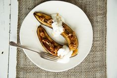 Quick Maple-Grilled Bananas By Nadia Lim Banana Breakfast, Sweet Breakfast, Breakfast Bowls, Grilled Bananas, Cooking Competition, Nutritious Breakfast, Toasted Pecans, Food Shows, Healthy Chocolate